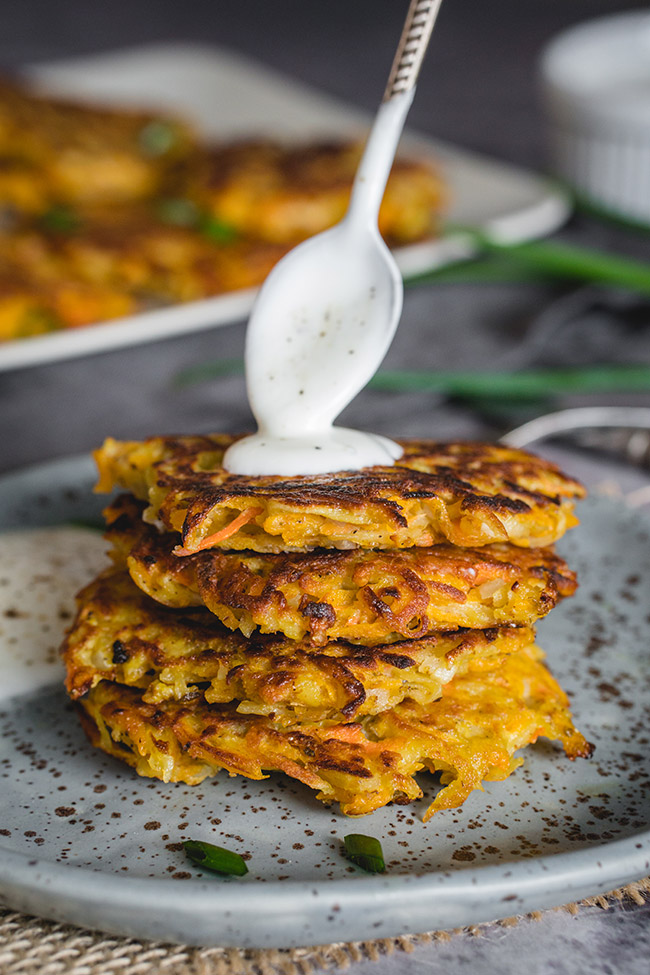 Thee potato pumpkin pancakes or latkes are so delicious and simple. The combination of pumpkin and potato is heavenly! | yummyaddiction.com