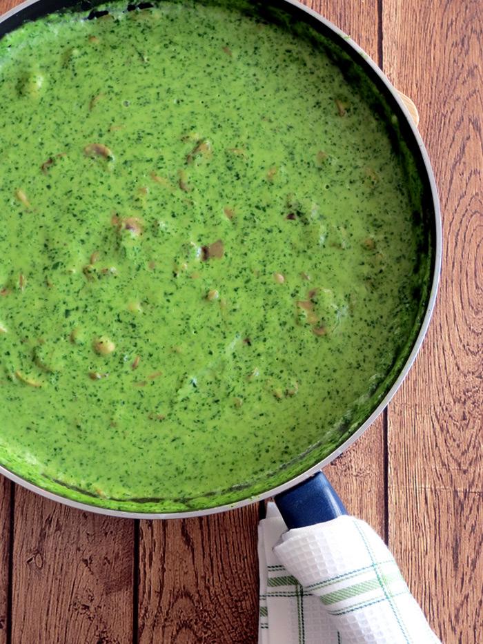 Creamy Spinach Mushroom Sauce | YummyAddiction.com