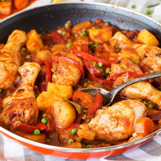 Got tired of the same chicken dishes over and over? Check out this Pineapple Chicken Afritada. Colorful, vibrant, and crazy delicious, it is guaranteed to become one of your new favorites! | yummyaddiction.com