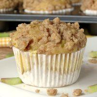 Cheesecake-Filled Rhubarb Muffins