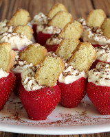 Tiramisu Stuffed Strawberries