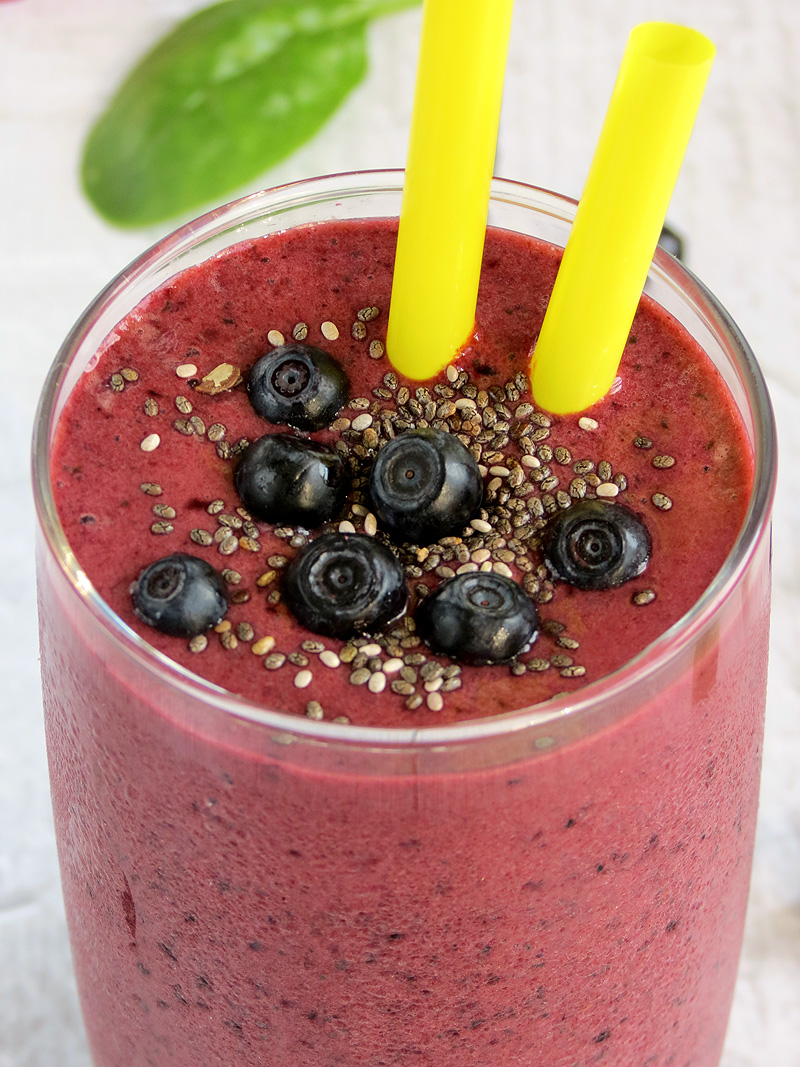how to make a strawberry blueberry smoothie with milk