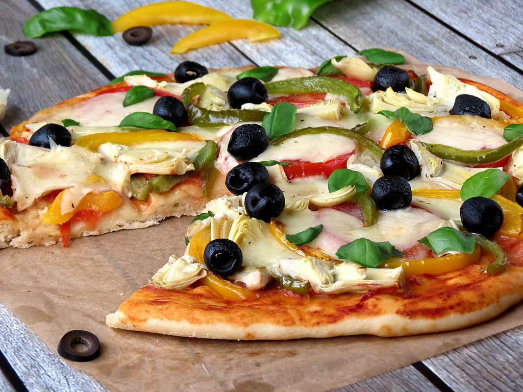 Easy Veggie Pizza | YummyAddiction.com