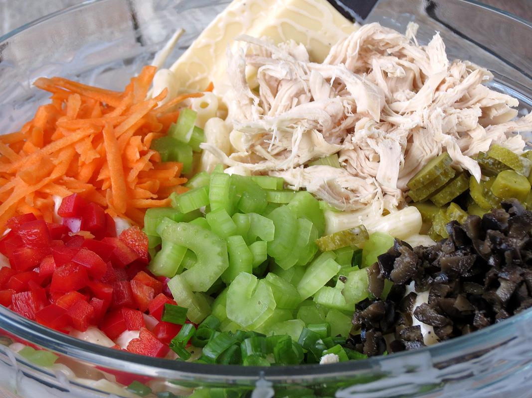 Easy Chicken Macaroni Salad   YummyAddiction.com