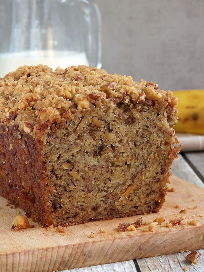 Perfectly Moist Banana Bread With Crunchy Streusel Topping | YummyAddiction.com