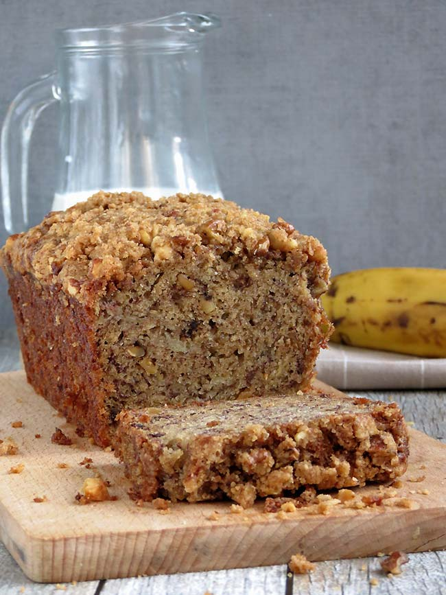 Super Moist Banana Nut Bread With Crunchy Streusel Topping