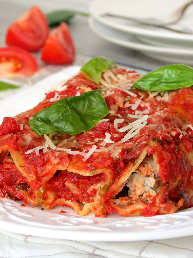 Italian Chicken, Spinach And Ricotta Cannelloni | @yummyaddiction