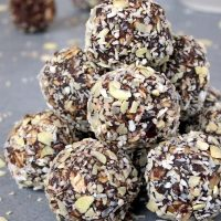 Healthy No-Bake Peanut Butter Chocolate Energy Bites