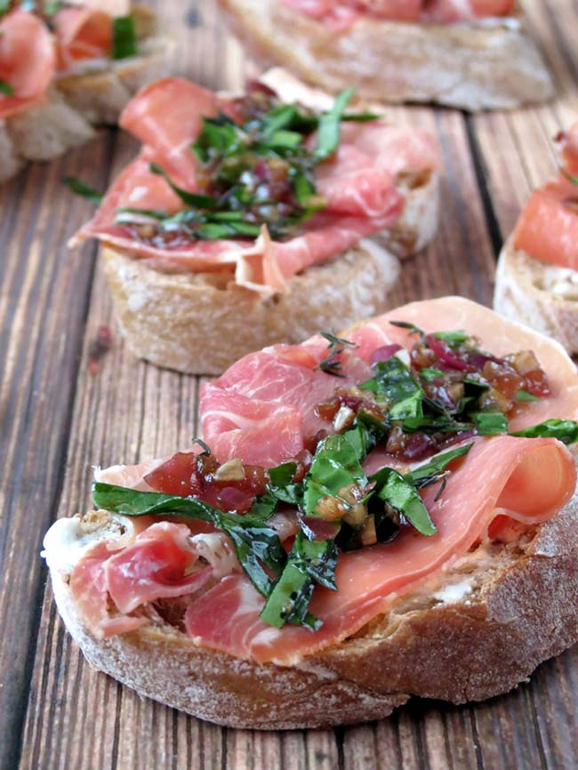 Goat Cheese And Prosciutto Crostini