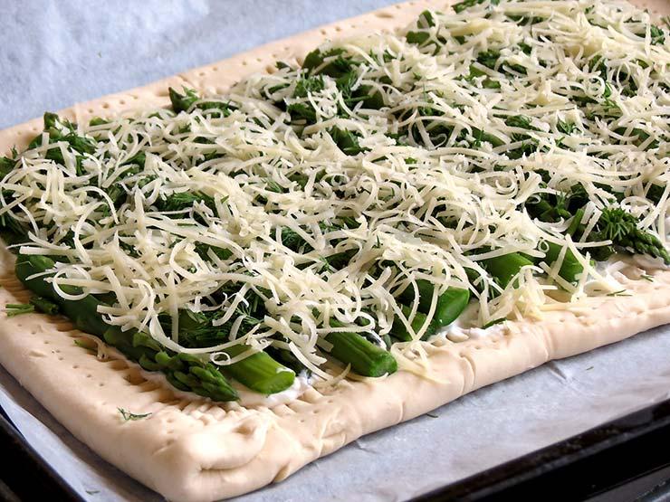 Asparagus-Goat Cheese Tart | yummyaddiction.com