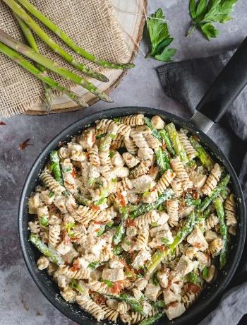 Chicken, Prosciutto & Asparagus Pasta