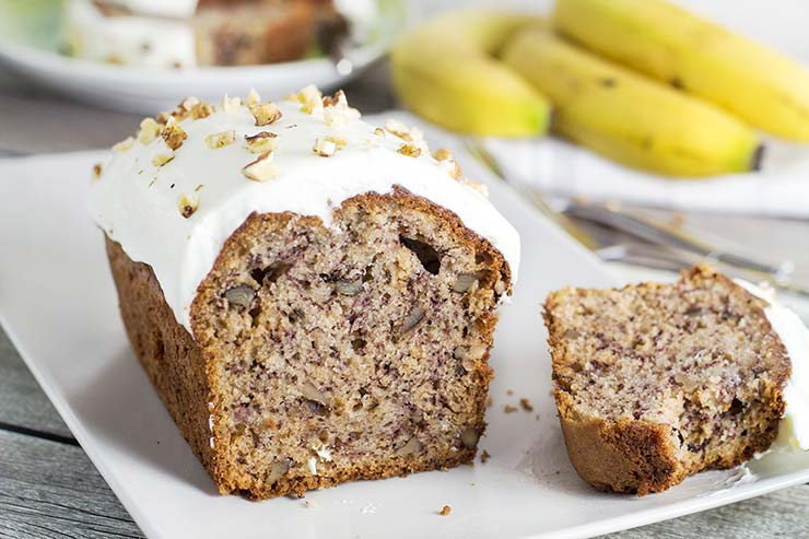This Banana Walnut Bread with super creamy cream cheese frosting will make you fall in love! | yummyaddiction.com