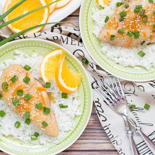 This Orange Marmalade Chicken is perfect when you need a quick and delicious dinner. It requires only 5 simple ingredients and 5 minutes of preparation time! | yummyaddiction.com