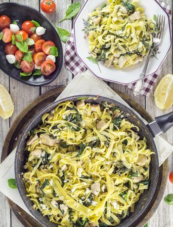 Take half an hour to make this scrumptious Chicken Spinach Pasta loaded with feta cheese for dinner. It requires only 7 ingredients. Your family will love it! | yummyaddiction.com