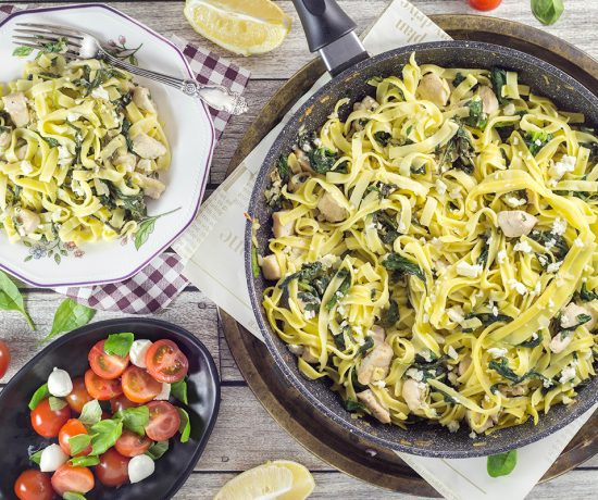 """Take half an hour to make this scrumptious Chicken Spinach Pasta loaded with feta cheese for dinner. It requires only 7 ingredients. Your family will love it! 