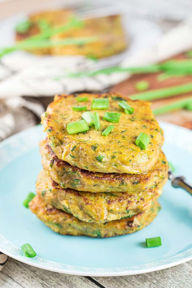 Sweet Potato Patties featuring tuna, quinoa, zucchini, chia, spinach, and more! Can it be any better? A perfect healthy & easy weeknight dinner! | yummyaddiction.com