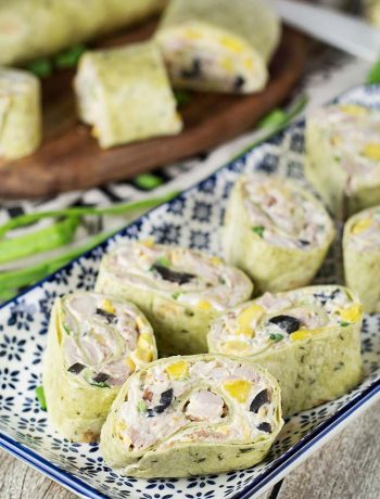These Chicken Cream Cheese Pinwheels make a perfect snack or appetizer. Stuffed with mango, corn, olives, and cheddar cheese, they require only 15 minutes to make! | yummyaddiction.com