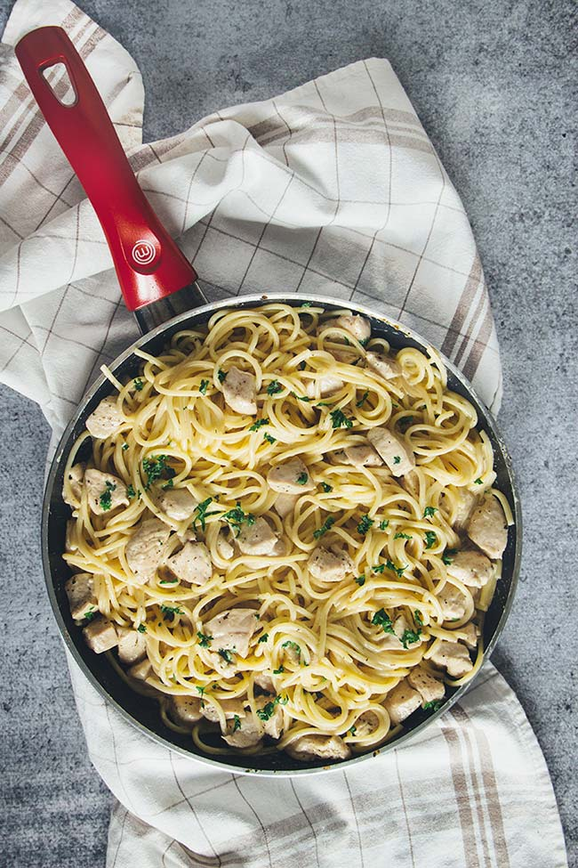 This Easy Chicken Spaghetti is drowned in a flavorful Parmesan Lemon Cream Sauce. Ready in under 30 minutes, it makes a great weeknight dinner! | yummyaddiction.com
