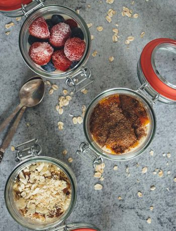 Mason Jar Oatmeal 3 Ways: Pumpkin Pie, Apple Cinnamon, and Triple Berry. Just throw the ingredients in a jar, refrigerate overnight, and enjoy in the morning! | yummyaddiction.com