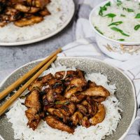 Chinese garlic chicken served with white rice