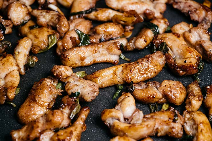 Chicken pieces stir-fried with garlic and scallions