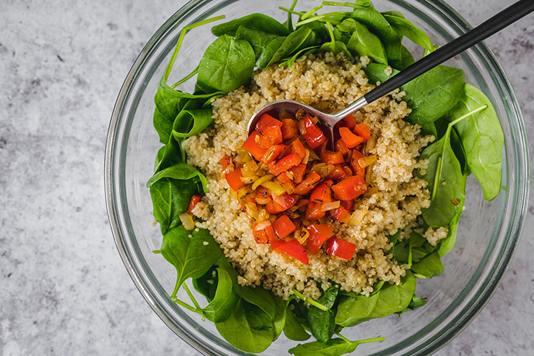 Quinoa mixed with spinach and fried vegetables