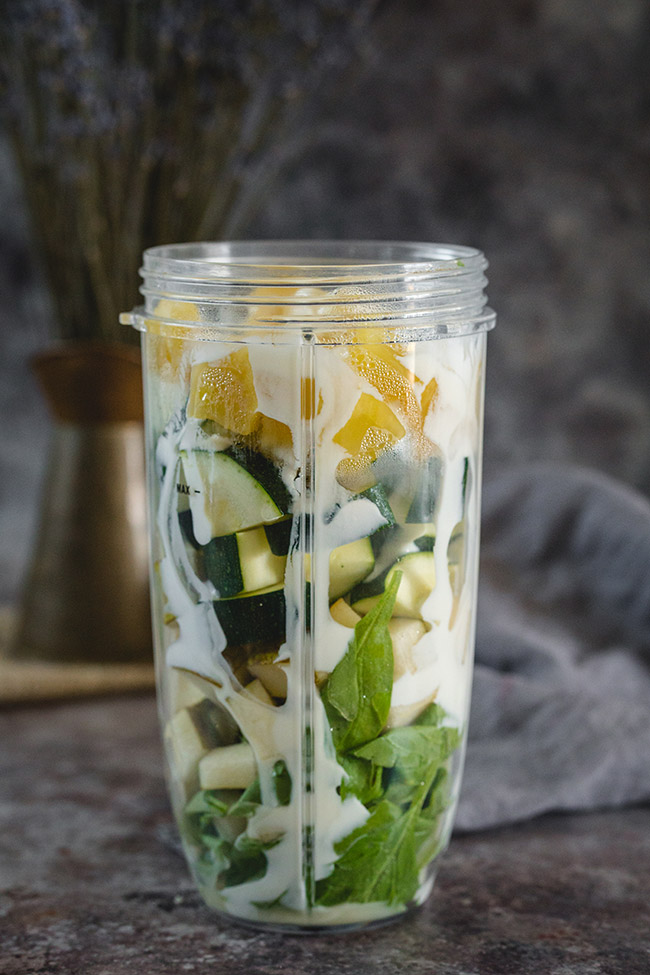Ingredients for zucchini and apple smoothie