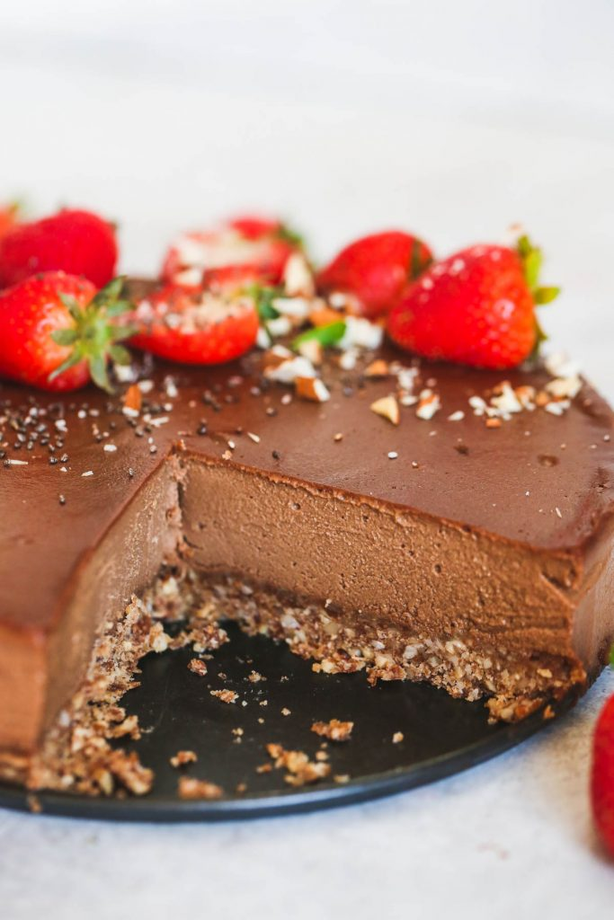 No-bake vegan chocolate cheesecake topped with fresh strawberries