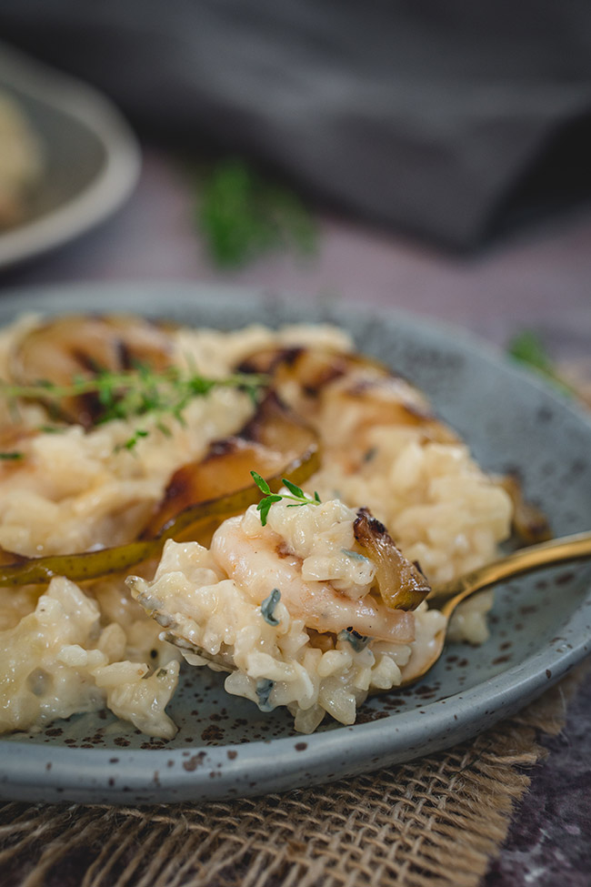 Gorgonzola risotto in a bowl with caramelised pears