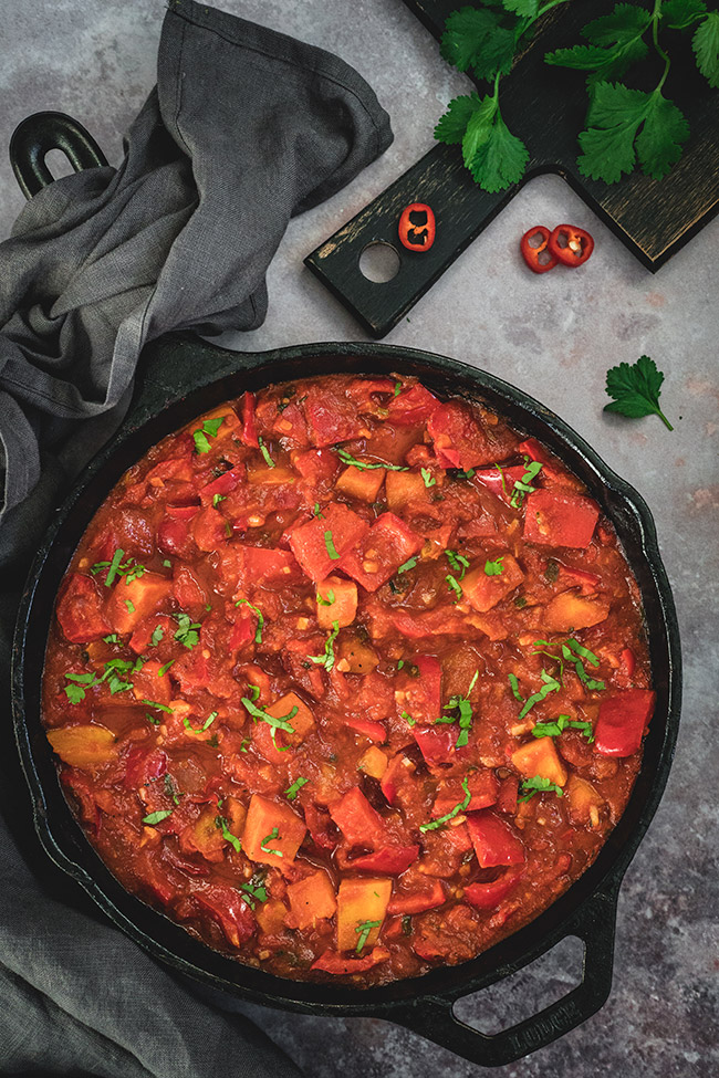 Pan of sweet potato and bell pepper curry