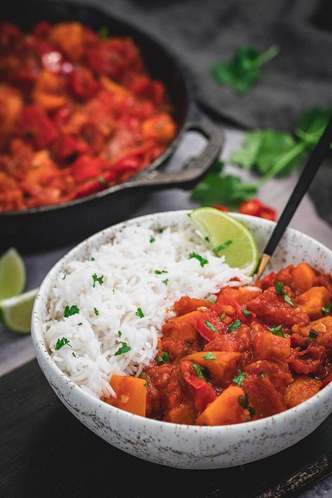 Schüssel Paprika-Curry mit Reis