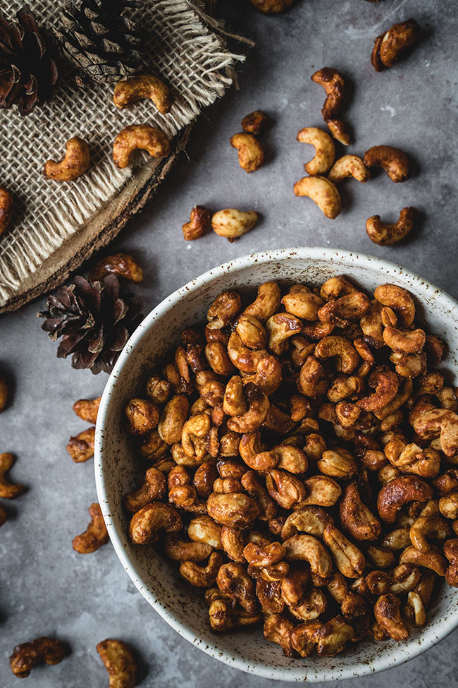 Holiday spiced roasted cashews in a bowl