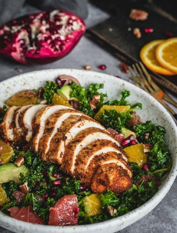 Cajun chicken salad with kale and citrus
