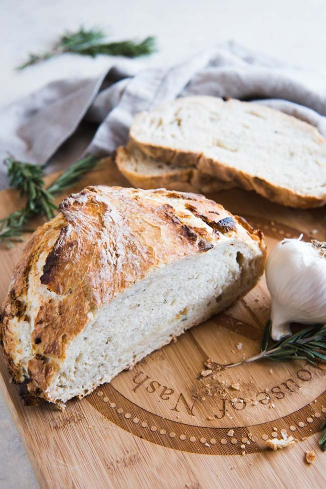 Roasted Garlic & Rosemary No-Knead Artisan Bread