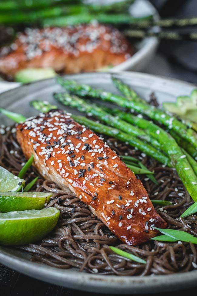 Teriyaki salmon noodles with asparagus and avocado