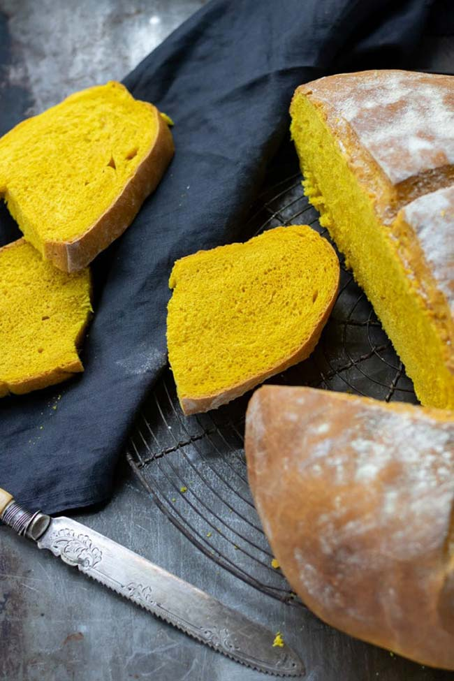 Sliced turmeric bread